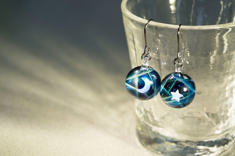 Aurora dancing in the night (earrings) Aurora dancing in the night (earrings)