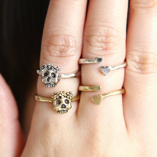 Skull with flowers ring, Skull wearing a crown of flowers, Skull ring, Two sided skull ring, Flowers on skull ring, heart skull, Oxidized