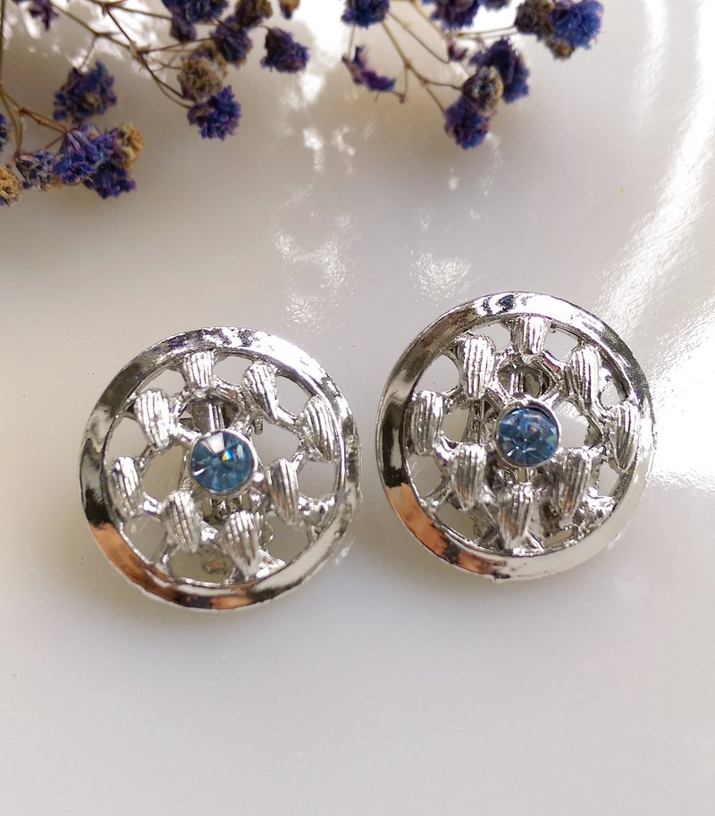[Western antique jewelry / old age] silver plated blue diamond hollow round clip earrings