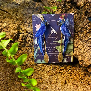 humming-Embroidery earrings /Violet Macaw
