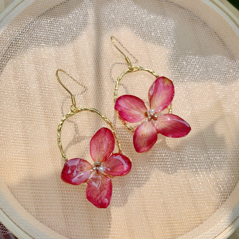 Three-dimensional non-withered flowers, eternal flowers, hydrangea, bride clip-on earrings