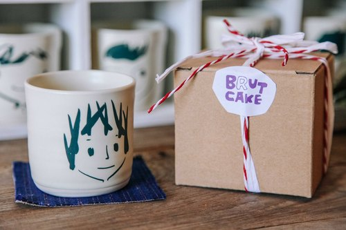 Brut Cake handmade ceramic – smiley face mug 240ml (8) , hand drawn face pottery cup. A great gift idea !