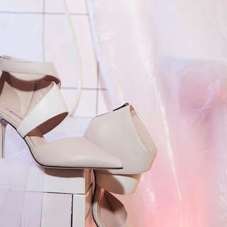 Layer stitching leather fine high heel white