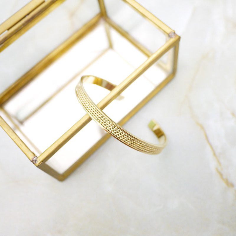Simple woven pattern brass bracelet