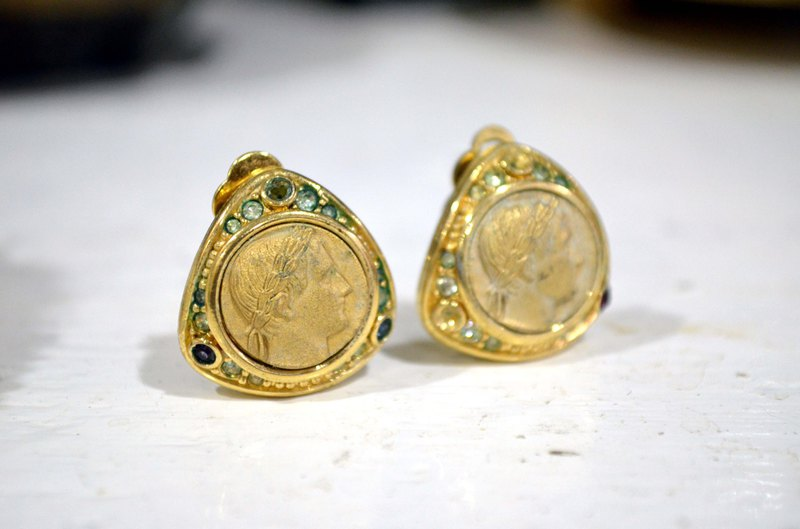 Medieval Nina Ricci portrait ancient gold earrings ear clips noble Japanese used medieval jewellery vintage