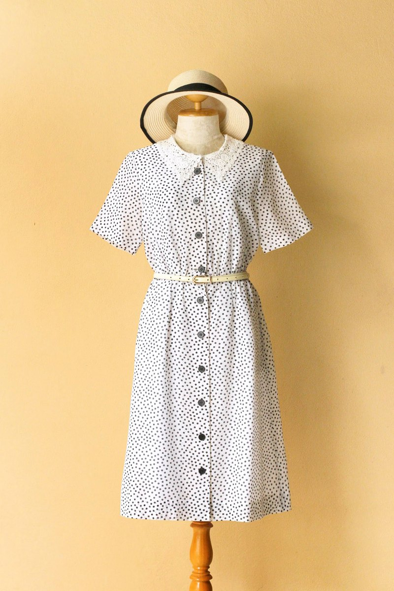 Vintage dress Size M Polka dot lace collar