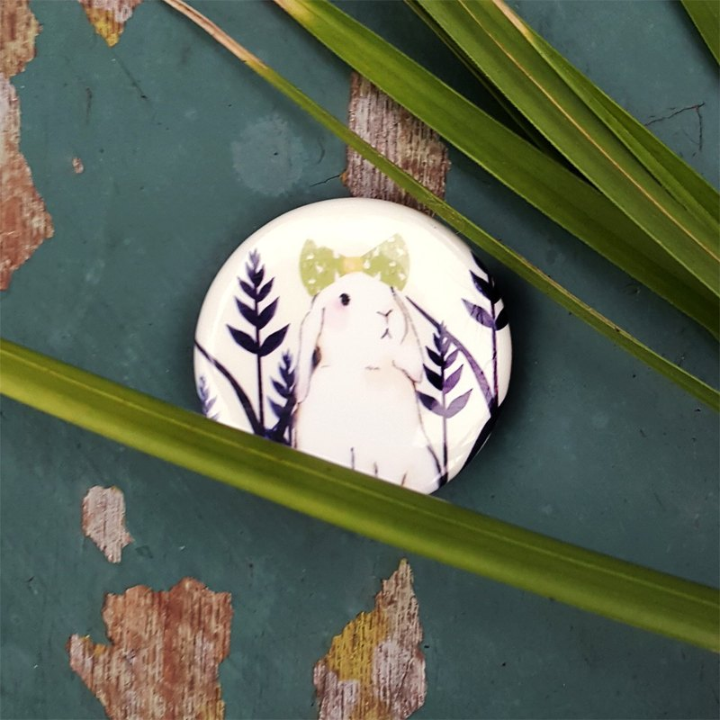 Sweet straw badge pin bunny