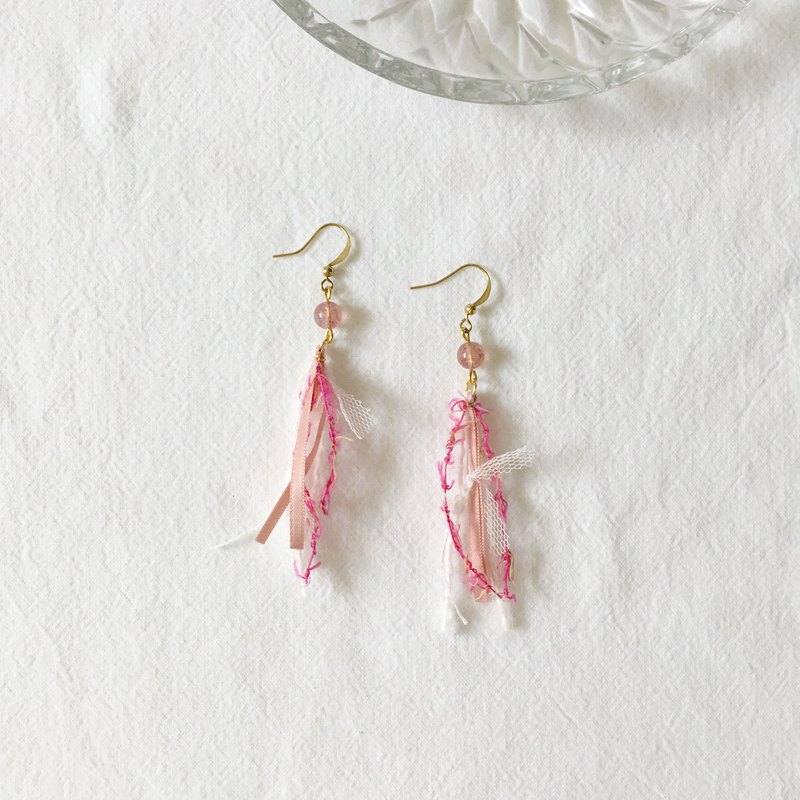 tassel. Fluttering short version of natural strawberry crystal hand earrings ear clip ear clip
