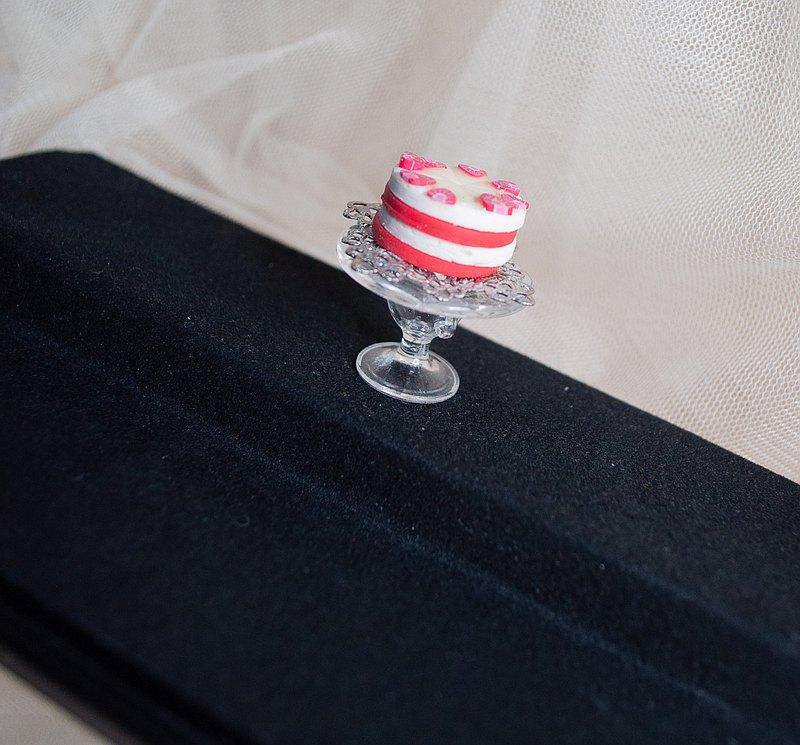 【生活日常】袖珍高腳盤手工蛋糕・鮮奶油草莓切片夾層軟陶模型