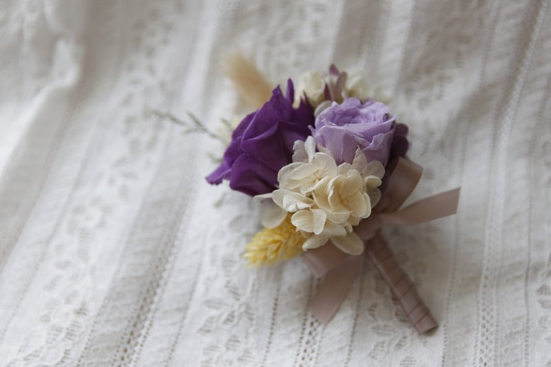Wedding boutonniere bride bridesmaid groom not wither