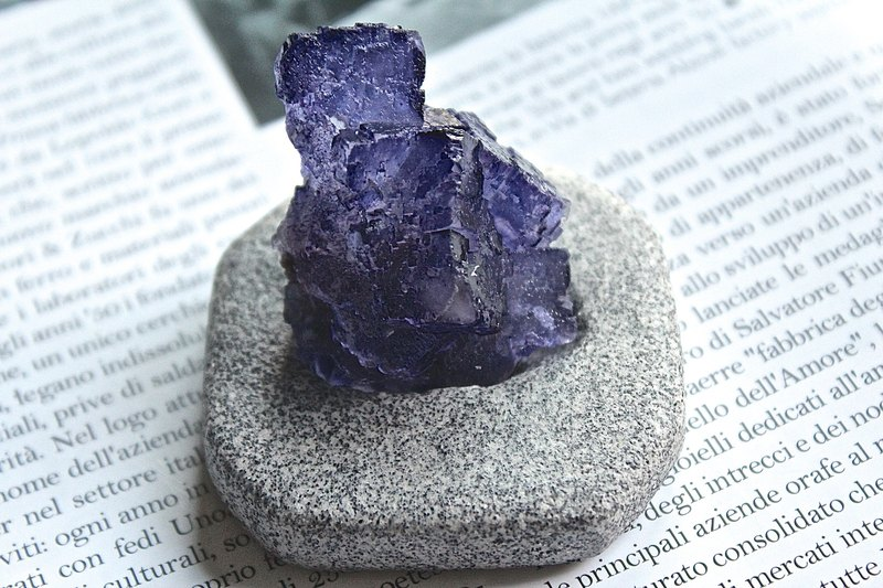 Stone planted SHIZAI ▲ purple fluorite ore (with stand) ▲