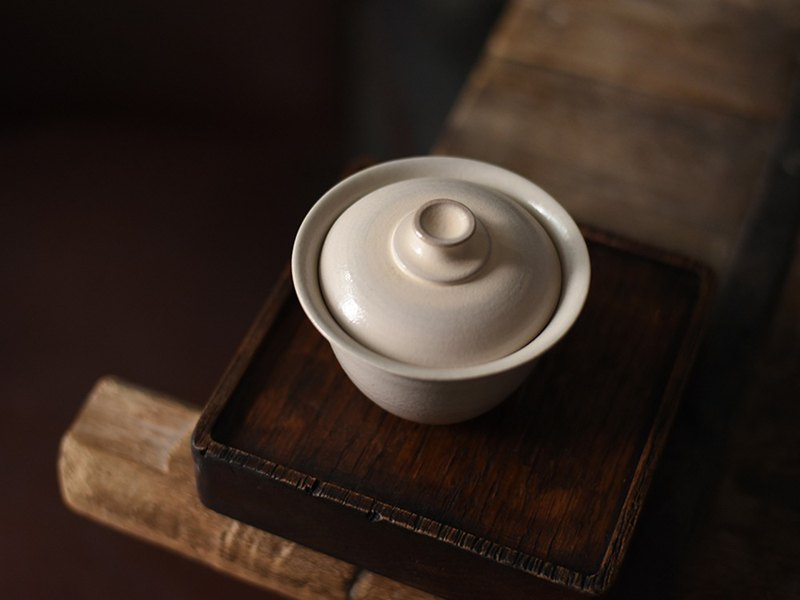 Fat white glaze handmade craftsman made Japanese style powder temperament cover bowl Kung Fu tea weapon
