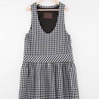i'm checkered loose vest dress