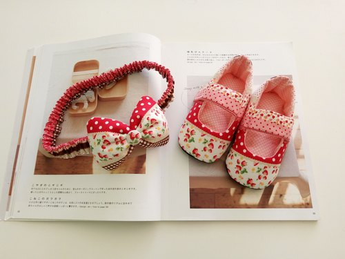 Small strawberry birthday gift Baby Shoes + Headband