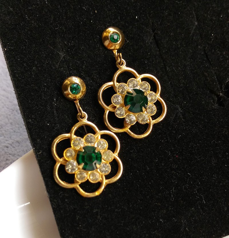 [Western antique jewelry / old age] 1970's flowers green rhinestone bolt earrings
