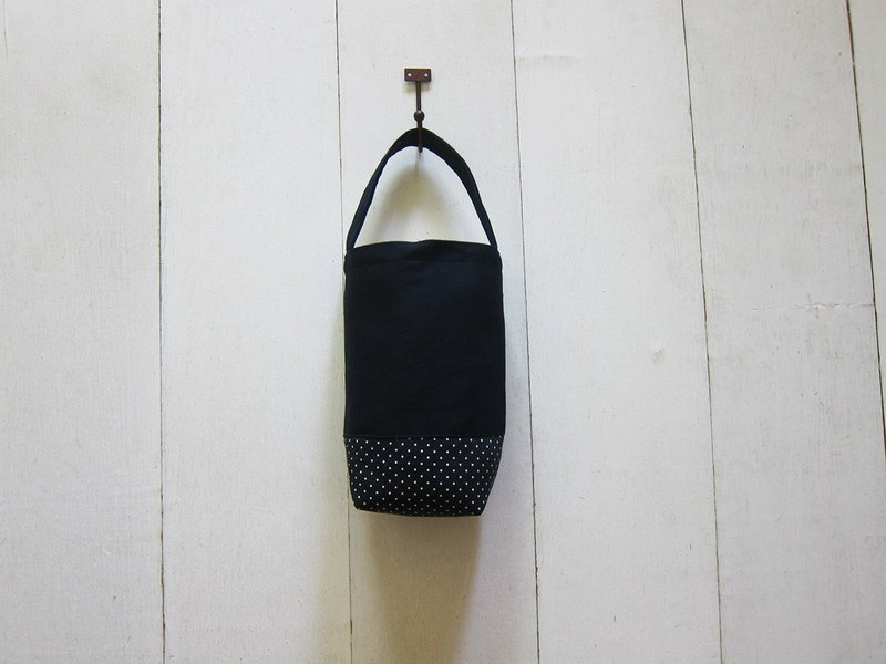 Simple light drink bag / kettle bag / small bag (black + black background)
