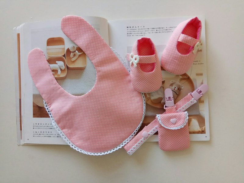 Foundation water jade cotton lace month gift baby shoes + baby bib + peace symbol bag + pacifier clip