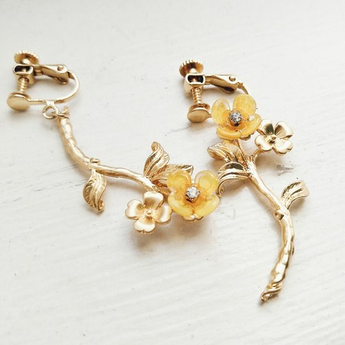 Momolico earrings and flowers (lucky) Duo gold (can be folder type)