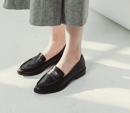 [Show products] Clear hand stitching classic leather shoes Love black serpentine