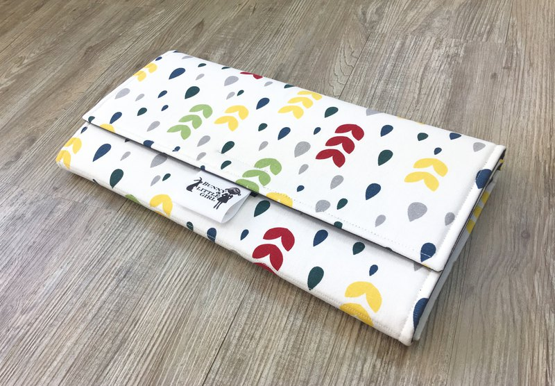 Carry-out diaper pad - small flowers and light rain