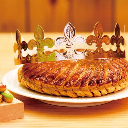 The Surprise King sent natural French cream through 72-hour twisted millet pie with nuts almond filling. French air arrived in Taiwan. Unique porcelain even fortune for a whole year with porcelain and crown
