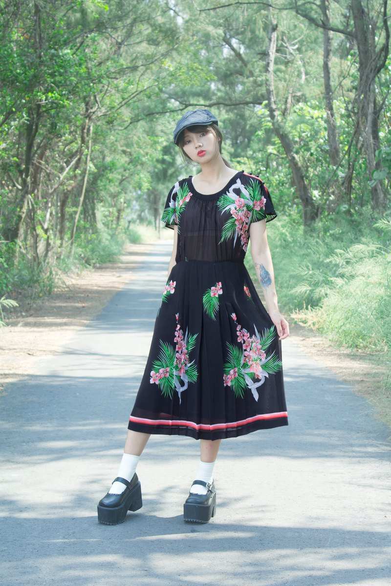 Black classical flower short sleeve vintage dress
