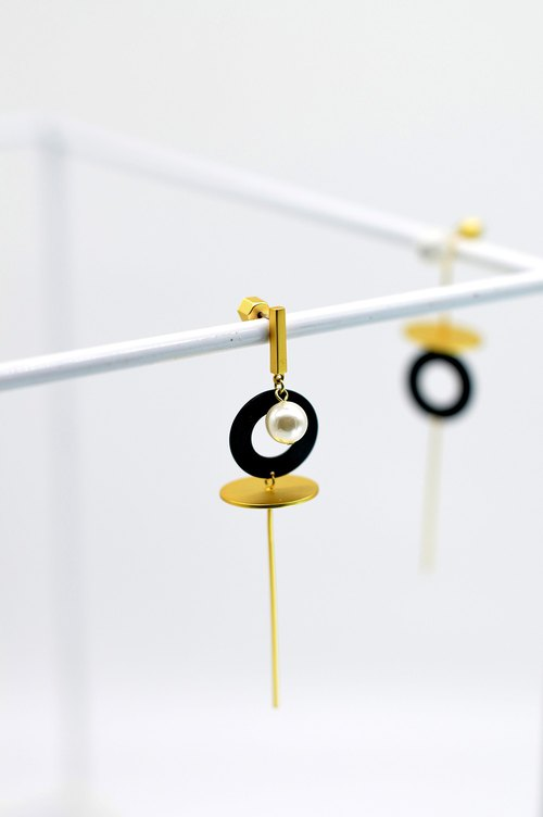 BASIC Series - White Pine Matte Gold Long Asymmetrical Earrings