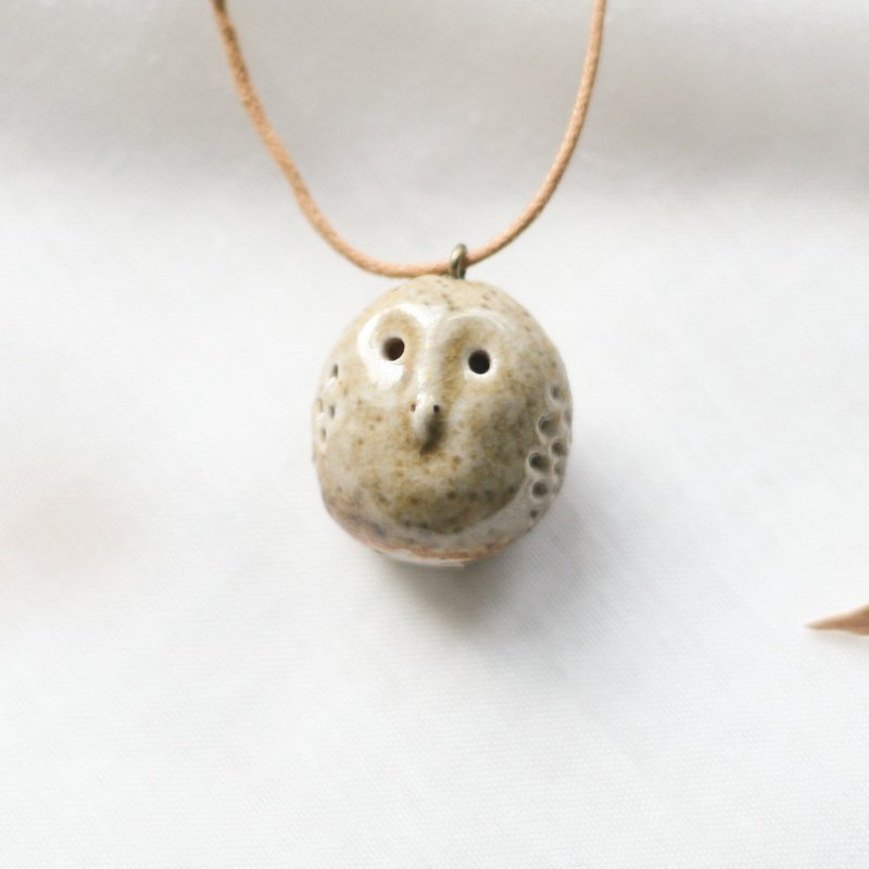 Firewood Owl Essential Oil Necklace B05