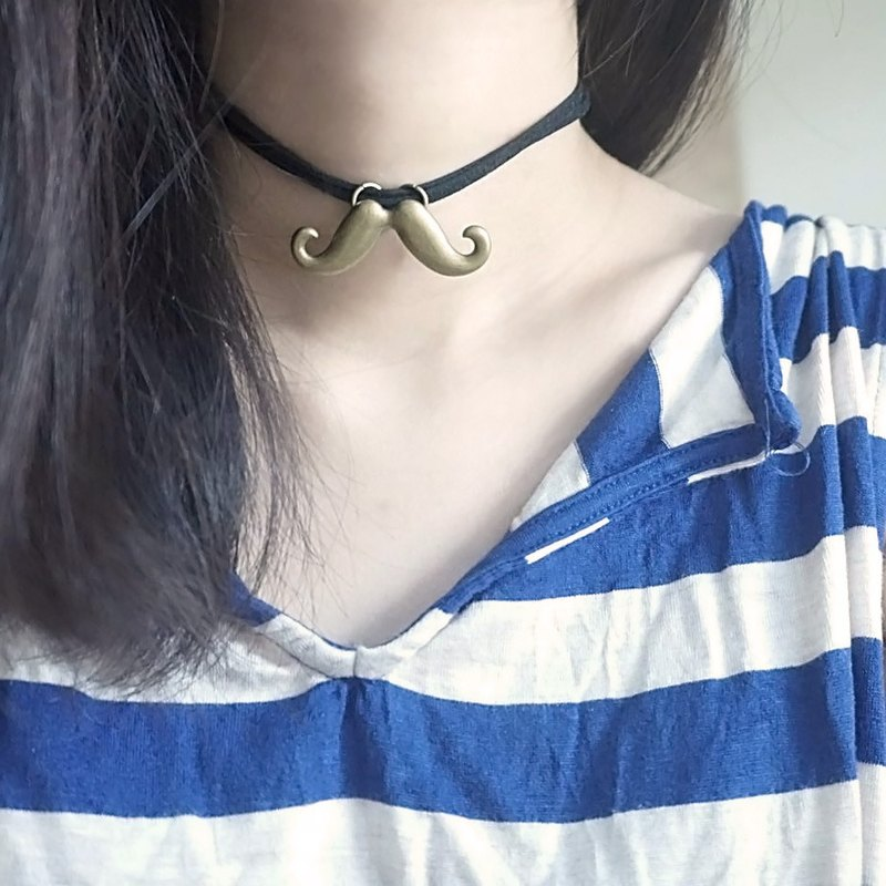 [Hand made necklace / clavicle chain] heard that beauty has a beard