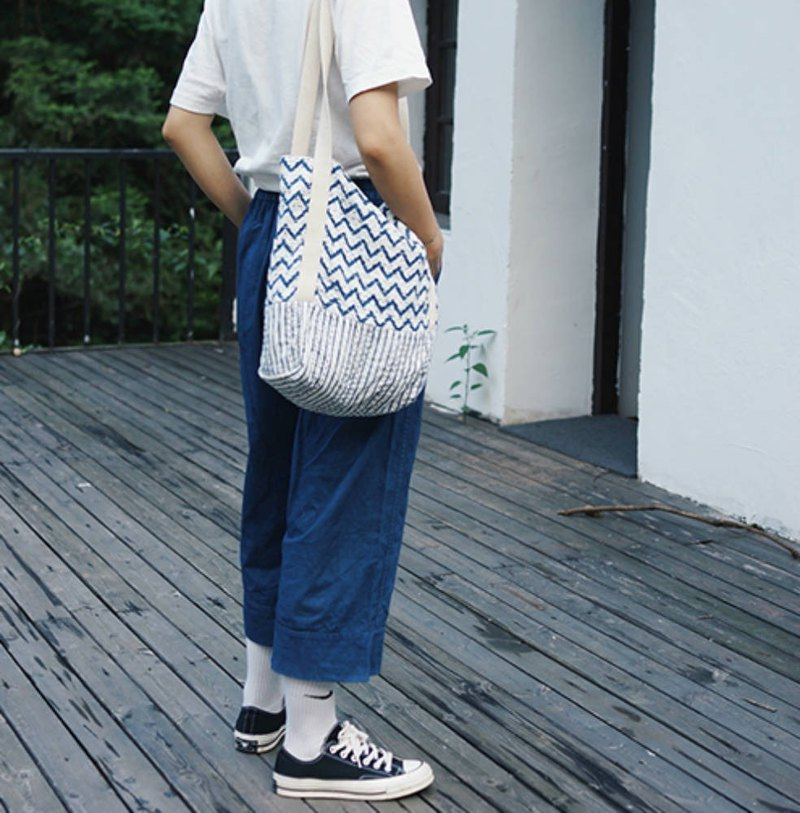 White Water Wave Double Layer Indian Spurs Embroidered Tote Bag Gubu Handwoven Vertical Long Tote Commuter Bag