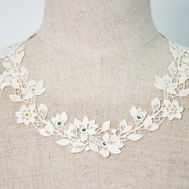 PINKOI limited blessing bag - beige flower 漾 necklace & earrings two-piece group