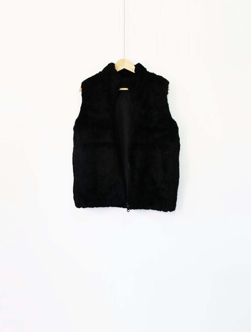 Wahr_ soft warm furry vest