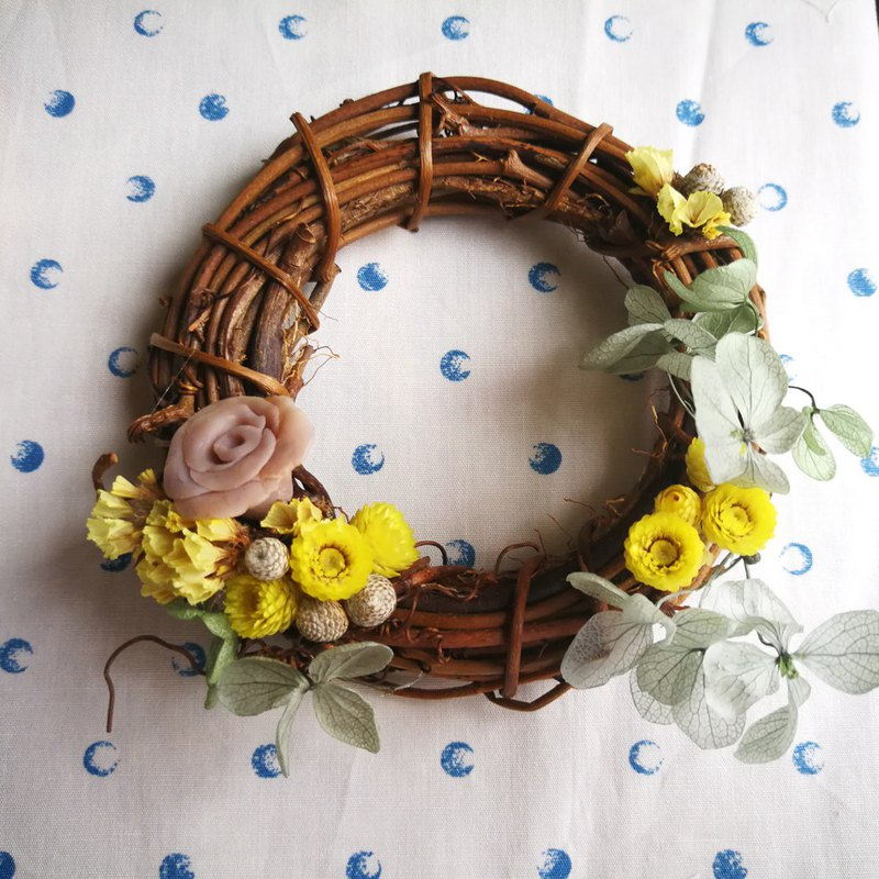 Yangko Butterfly Soap Flower Dry Wreath - Spreading