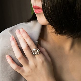 Gentle rose ring