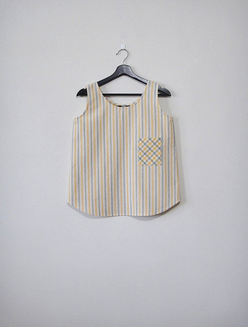 Hand-made small line pattern vest