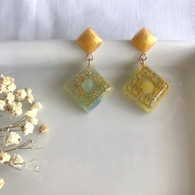 Past life - carved paper 鸢 handmade resin rendering dangling earrings ear / ear clip