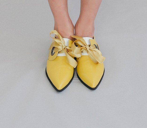 Round hole detachable ribbons retro leather leather shoes yellow