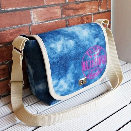 Clear blue sky and clouds ★ denim SLR camera bag Lsize ★ pink