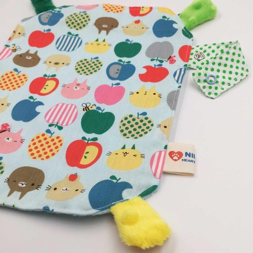 Apple pussy pacifying towel with hand ring peas pacifier towel ceremony