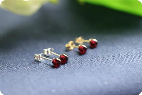 Garnet's red earrings One stud earring January birthstone 4mm 1 pair