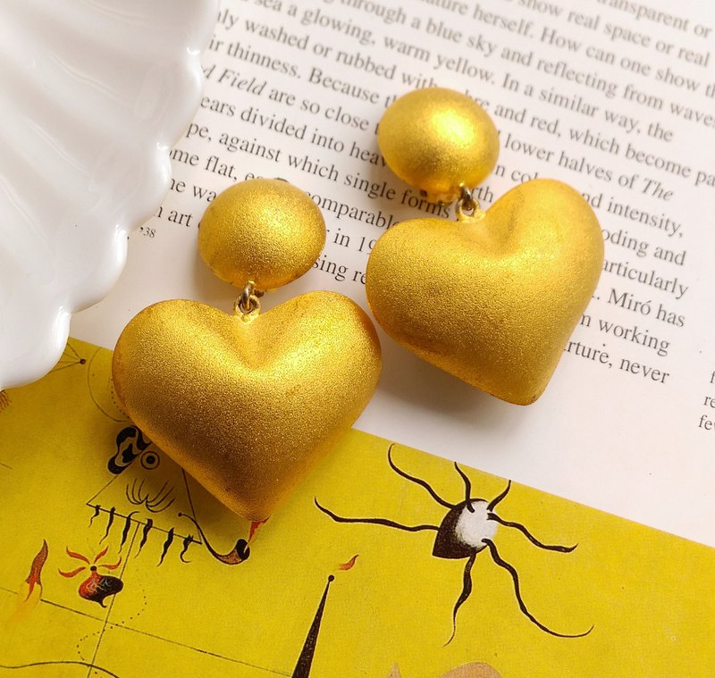 [Western antique jewelry / old age] 24K gold-plated matte three-dimensional large love clip earrings