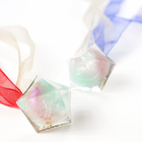 Pentagon dome ribbon earrings (icefall)