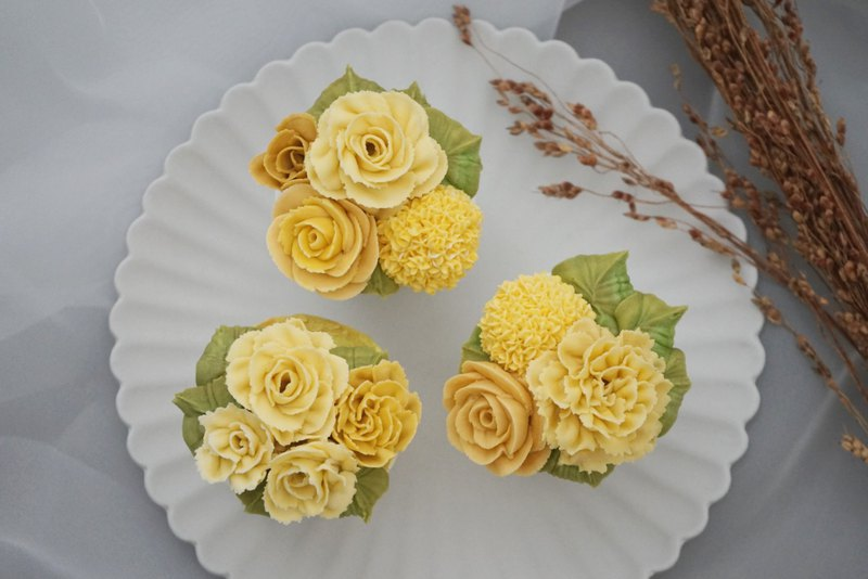 Cake Decorating Course - Korean Soy Squeeze Summer Flower Cup Cake Course
