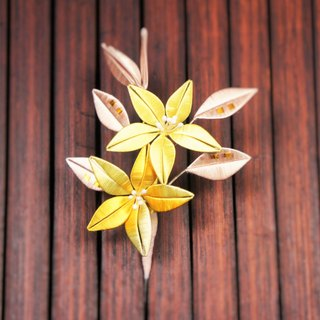 Wrapped brooch - lilies in pairs