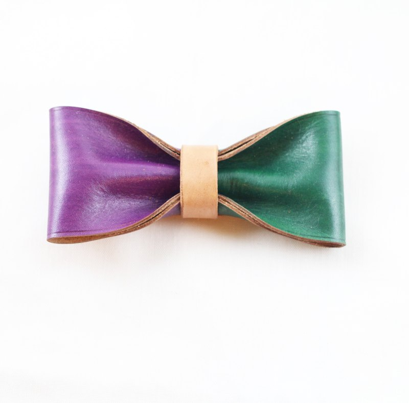 Clip on vegetable tanned leather bow tie - Purple / Olive Green color