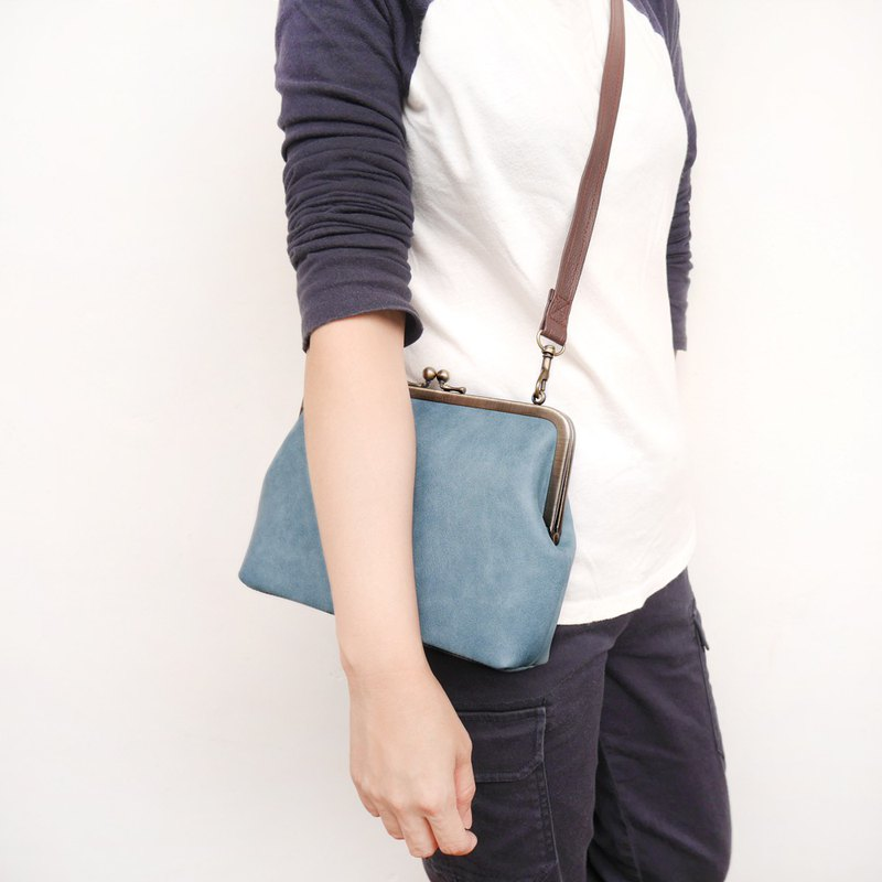 Soft denim 21CM medium capacity shoulder bag / mobile phone bag / mouth gold bag [made in Taiwan]