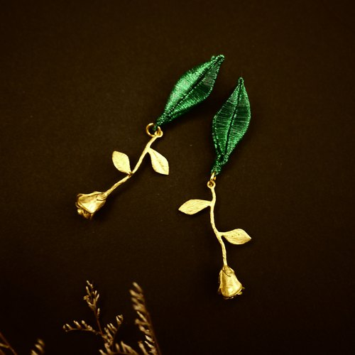 Green leaf rose earrings (can change the clip type)