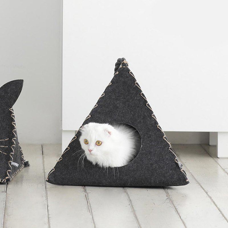 Titi cat litter triangle
