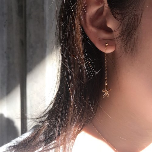 . Long paragraph. Flower-shaped hanging earrings. Pair of 14k gold