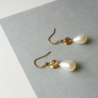 *coucoubird*brass drop pearl earrings